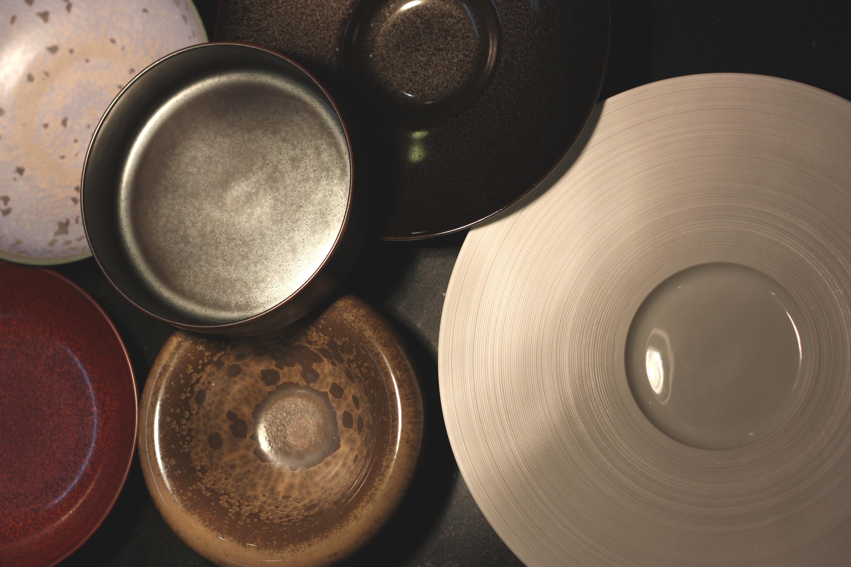 お皿と料理の舞台演出