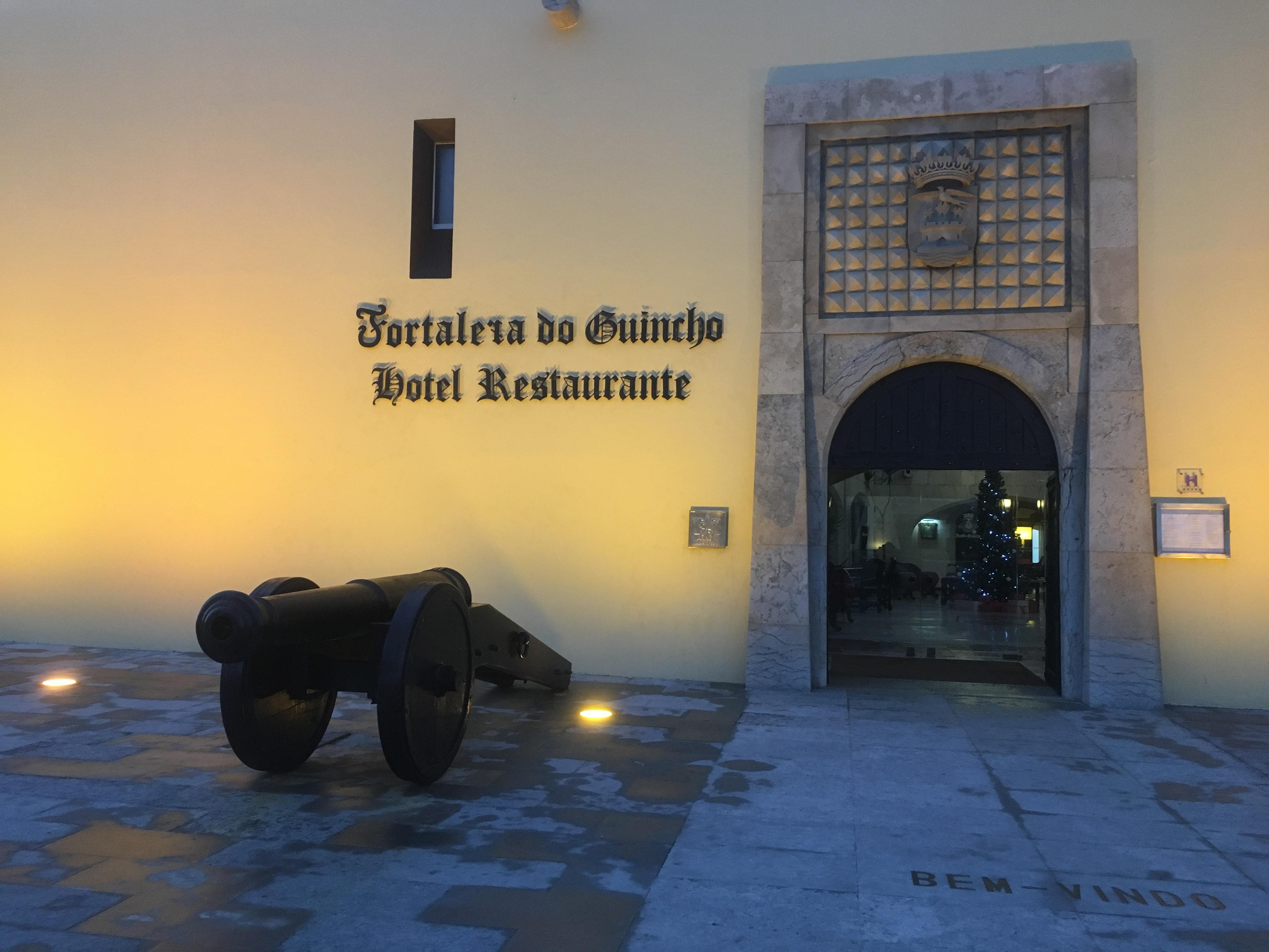 ホテルストーリーズ 「ここに地終わり、海始まる、ホテル。FORTALEZA DO GUINCHO ポルトガル」