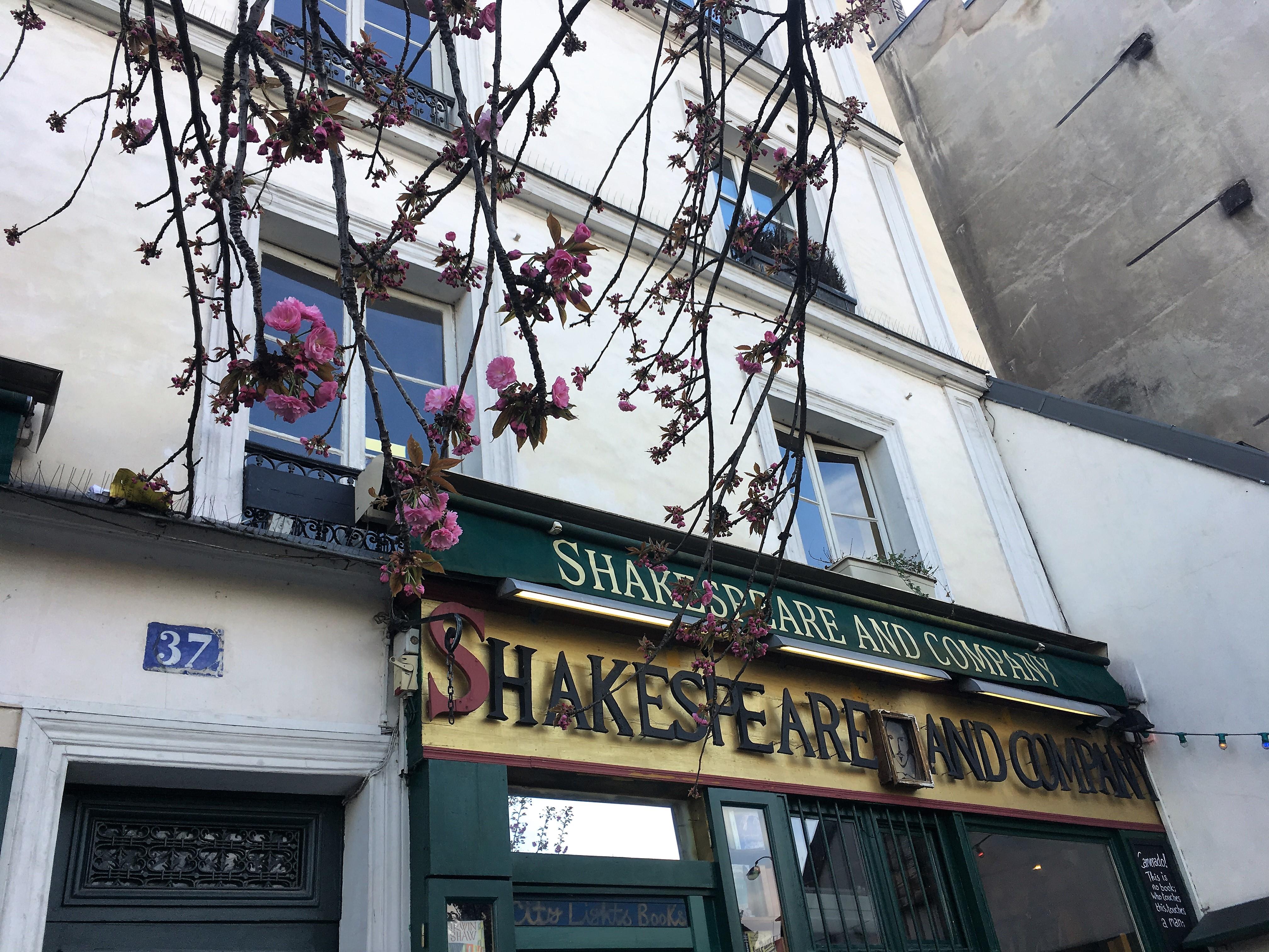 パリのアメリカ人を気取って。シェイクスピア・アンド・カンパニー