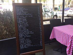 パリ最新情報「バーの経営者ら新しい規制にため息を漏らす」