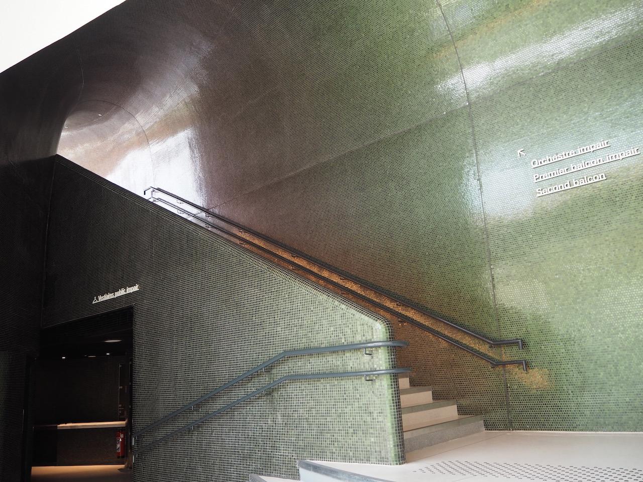 建築家、坂 茂の新作を見学した