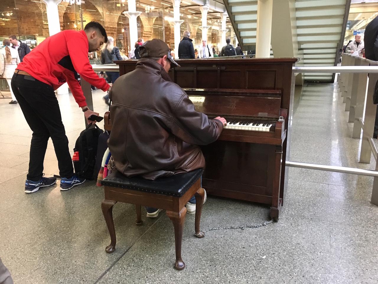 退屈日記「今は懐かしいセント・パンクラス駅のピアノ。もう一度、弾きたい」