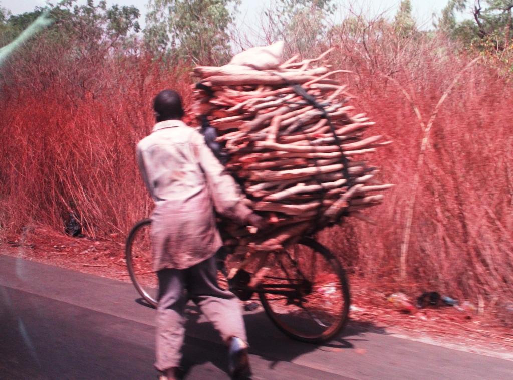 安全を心がけよう。仰天! 西アフリカの道路事情20選