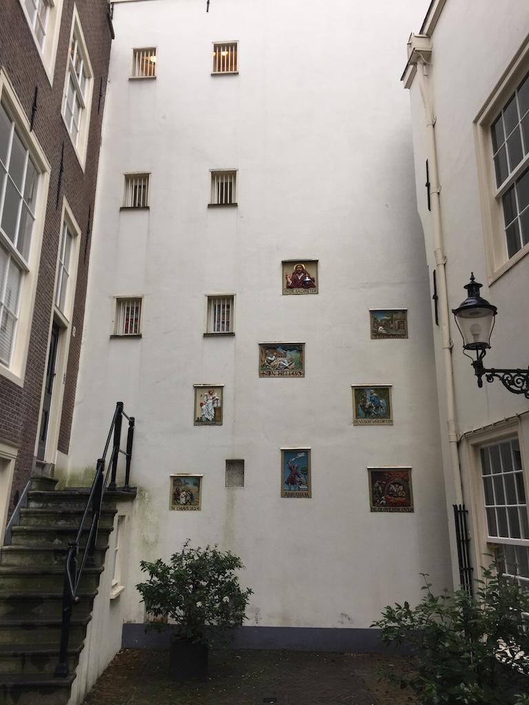 アムステルダムの中心に佇む秘密の中庭 ベギンホフ