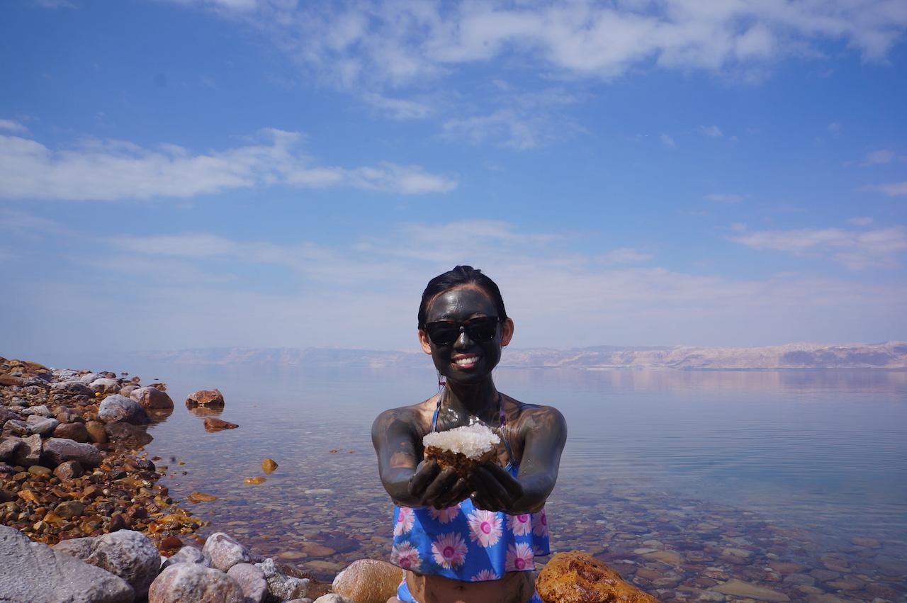 ヨルダンの神秘。世界随一のパワースポット「死海」に浮かぶ