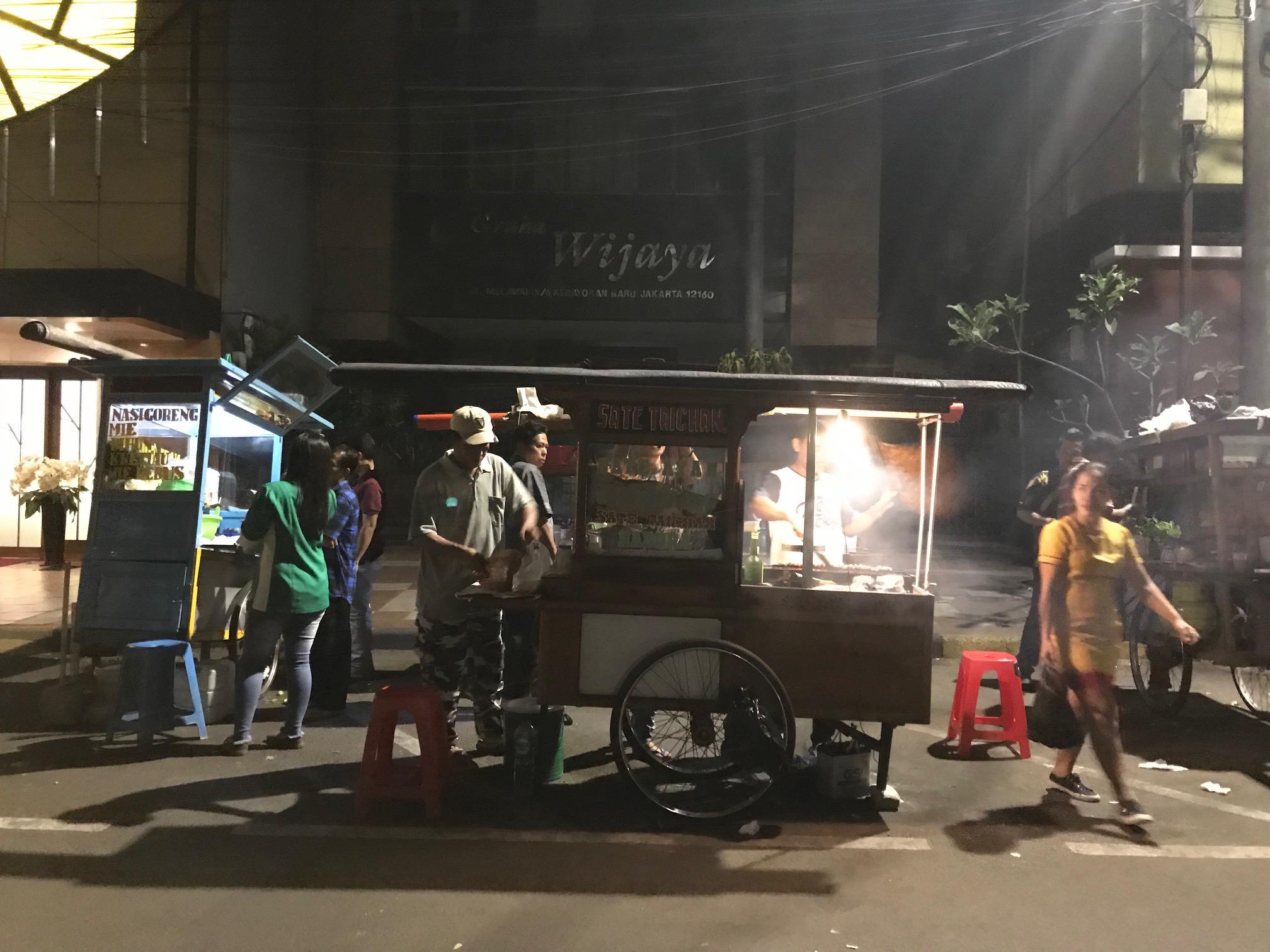 暑く長いジャカルタの夜