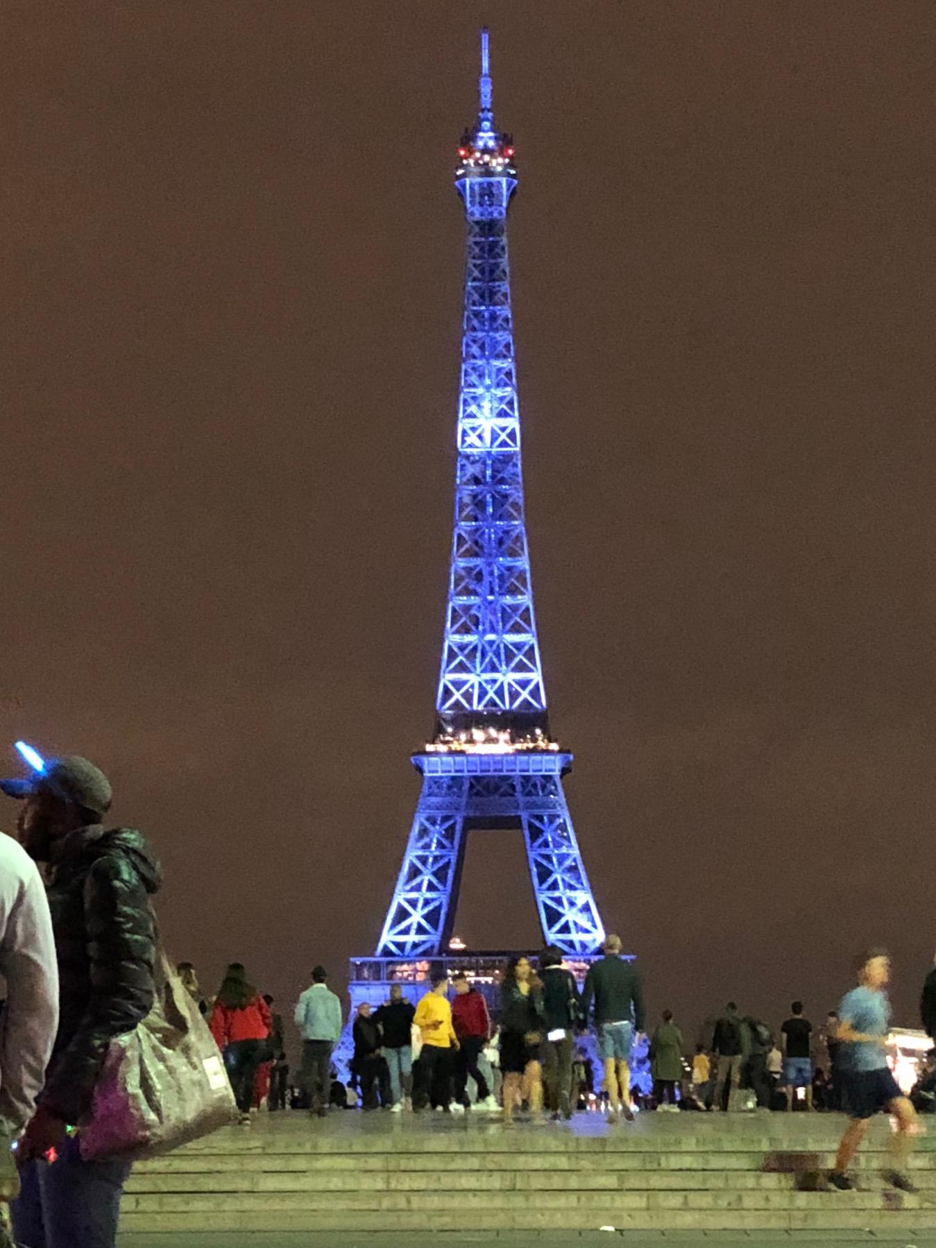 エッフェル塔を光りの芸術塔に、AKARI・L I S A・ISHIIの挑戦