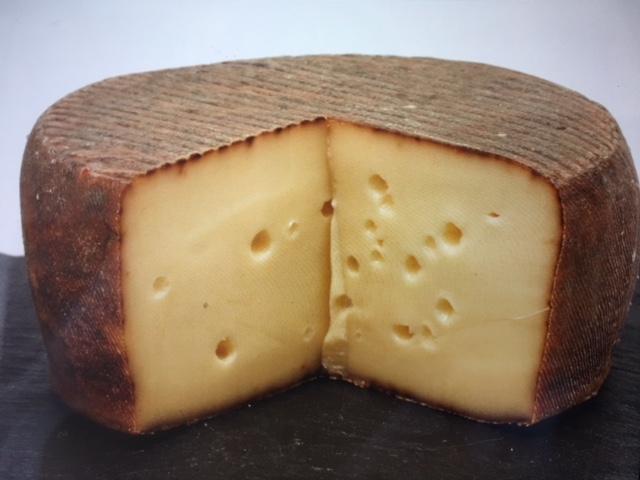 秋の気配   アクセントにクルミ香のチーズを添えて!