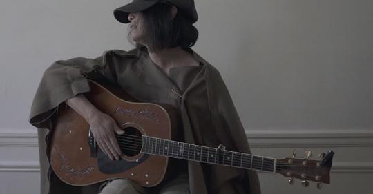 パリで生き、パリで歌う男、辻仁成
