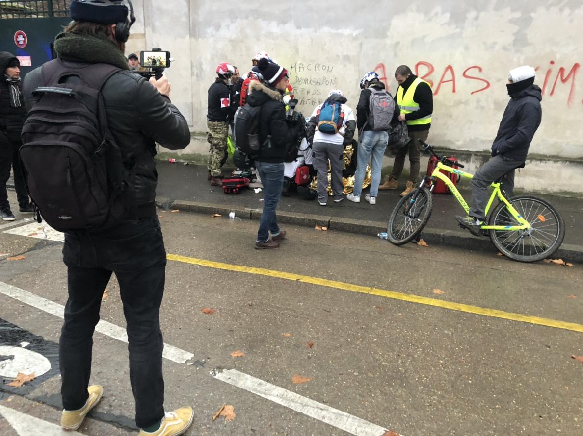 滞仏日記「黄色いベストのデモ隊の中心に僕はいた」