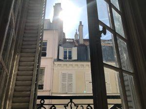 滞仏日記「熱波のパリで、綱渡りの人生」