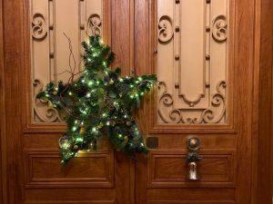クリスマスリースが我が家の玄関にかかったイヴ
