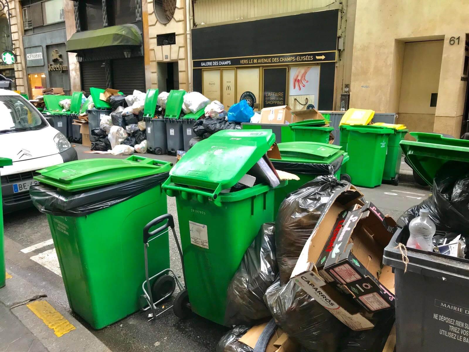 パリはゴミの山、ついにねずみの王国になった