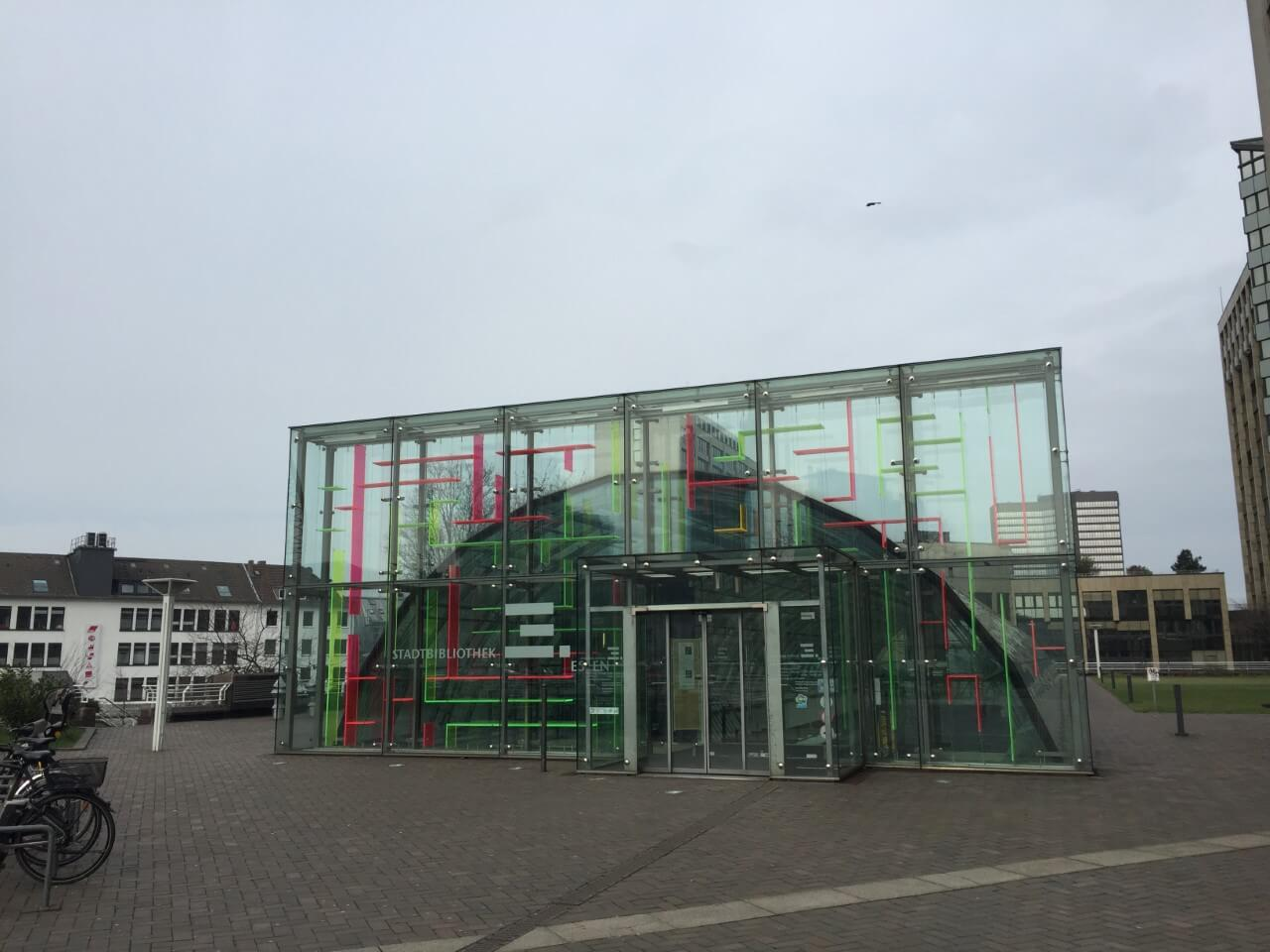 ドイツの街中に点在する世界一小さな図書館