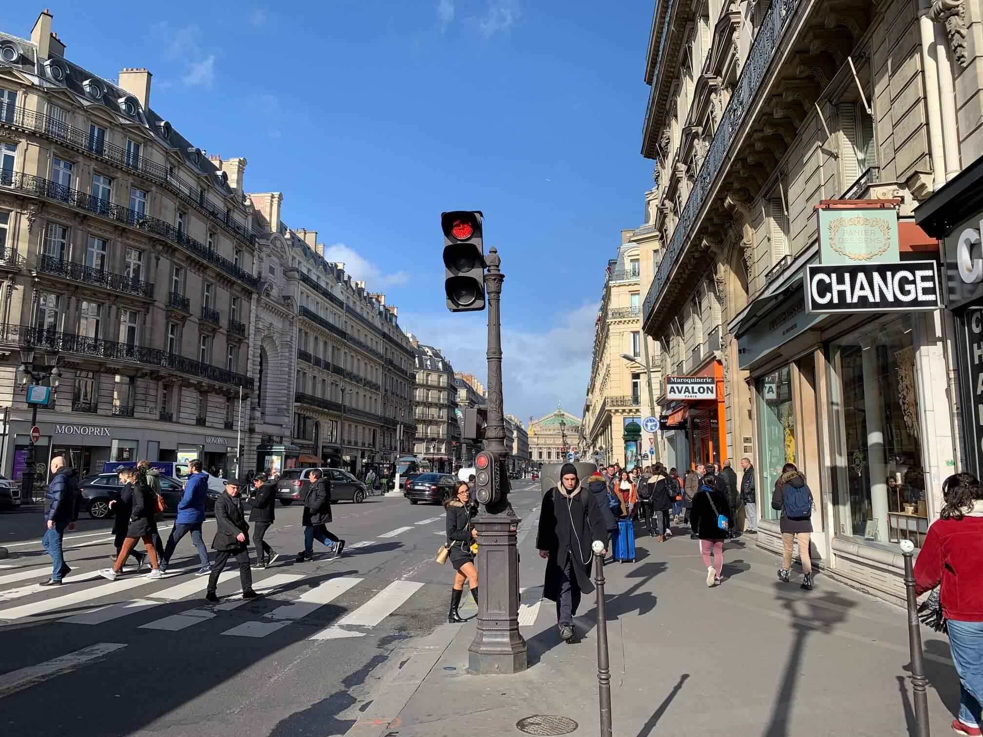パリ最新情報「パリ中心部からも消えた中国人観光客」