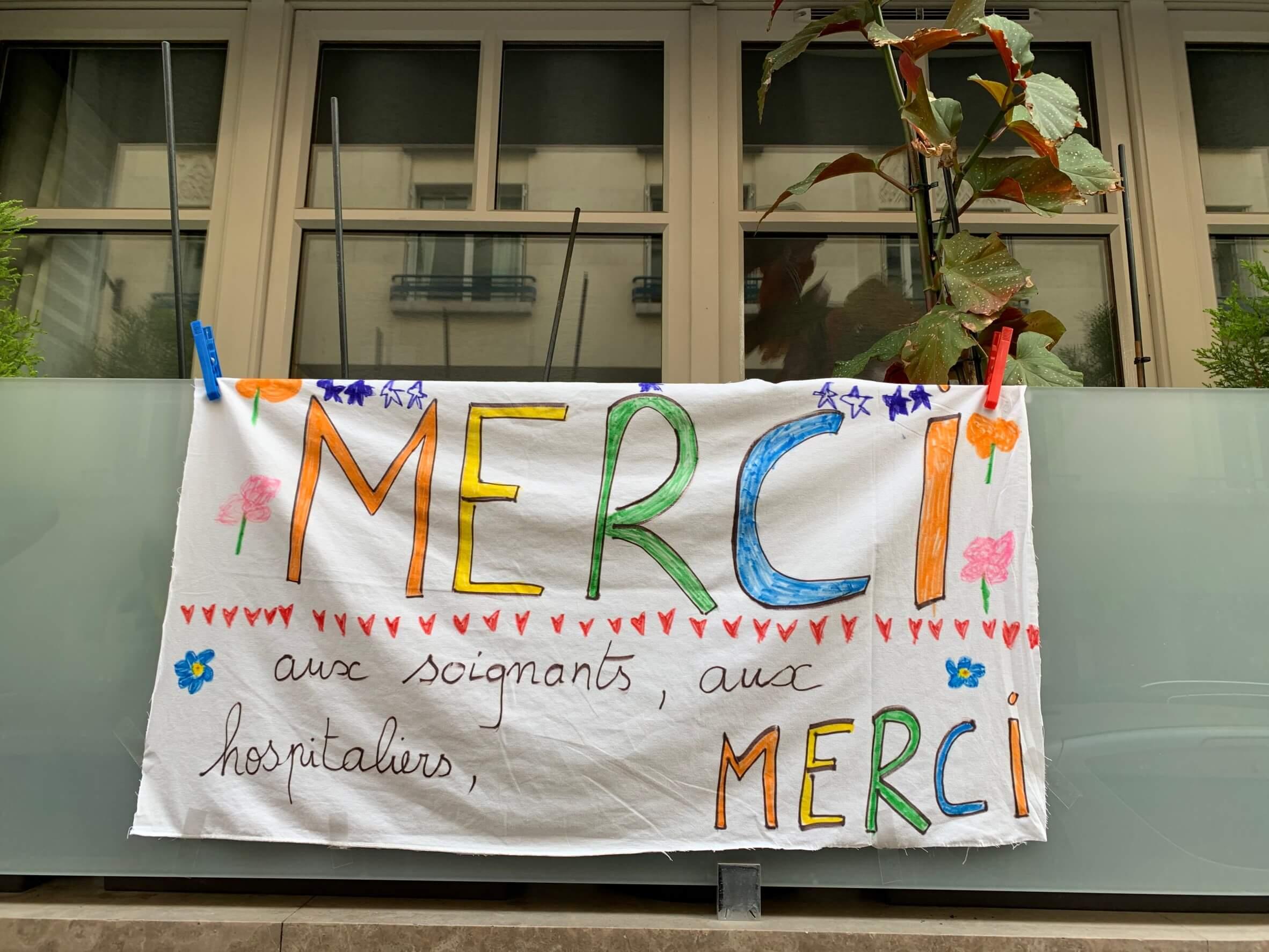 パリ最新情報「もう手遅れ? 人命と経済の選択を強いられるフランス」