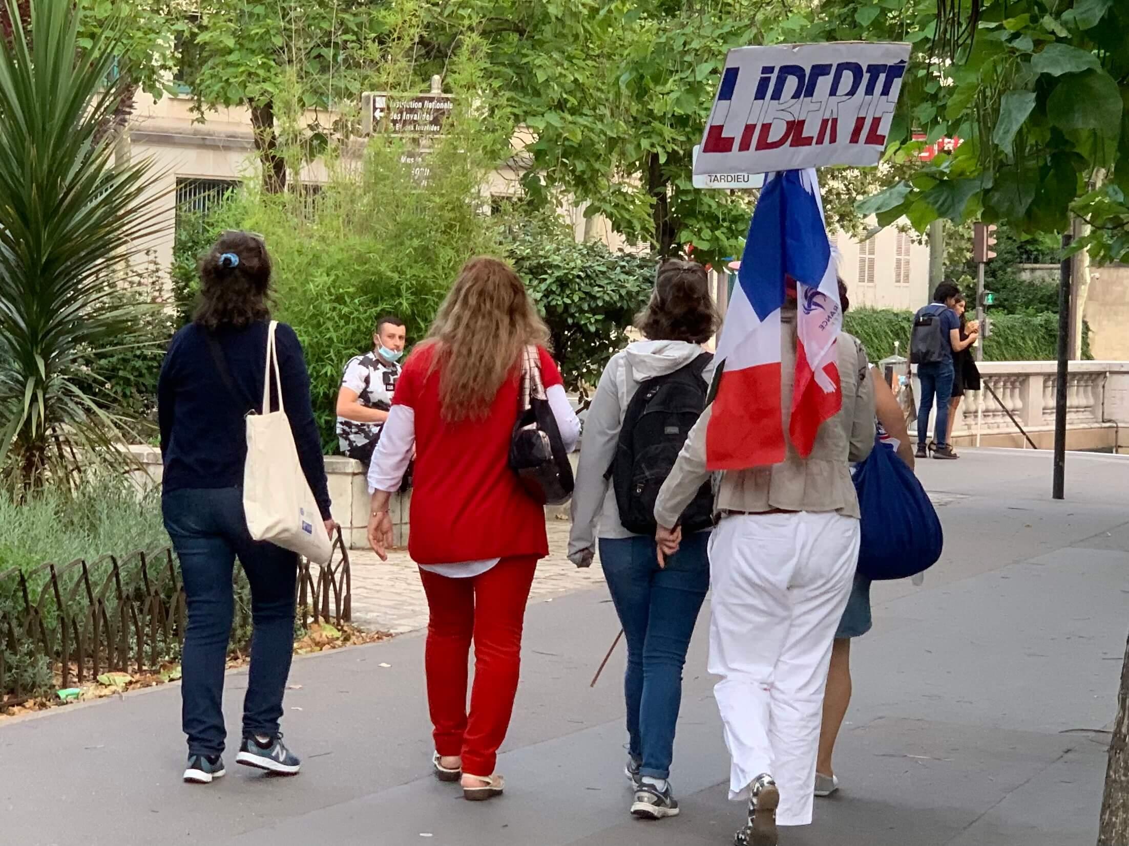 パリ最新情報「大統領がインスタとTikTokで若者に質問募る」