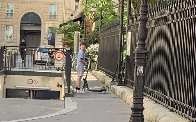 パリ最新情報「今、フランスを揺るがすロックダウンより難しいこと」