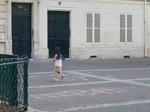 パリ最新情報「秒読みのロックダウン解除と親を悩ませる学校再開」
