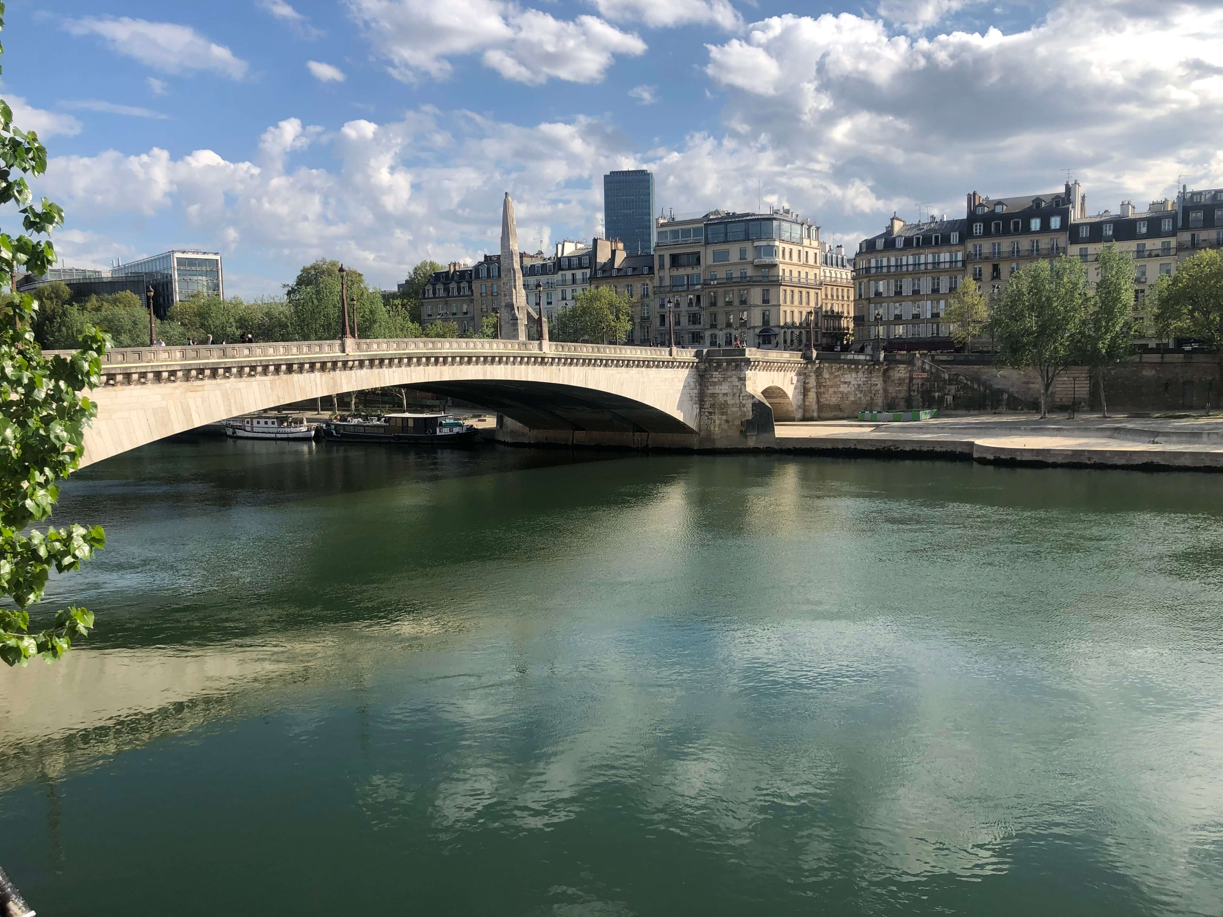 退屈日記「観光客のいないパリのツアーブック」