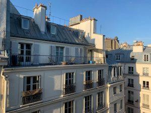 滞仏日記「街の立役者たちが勢ぞろい、パリ井戸端専門家会議」