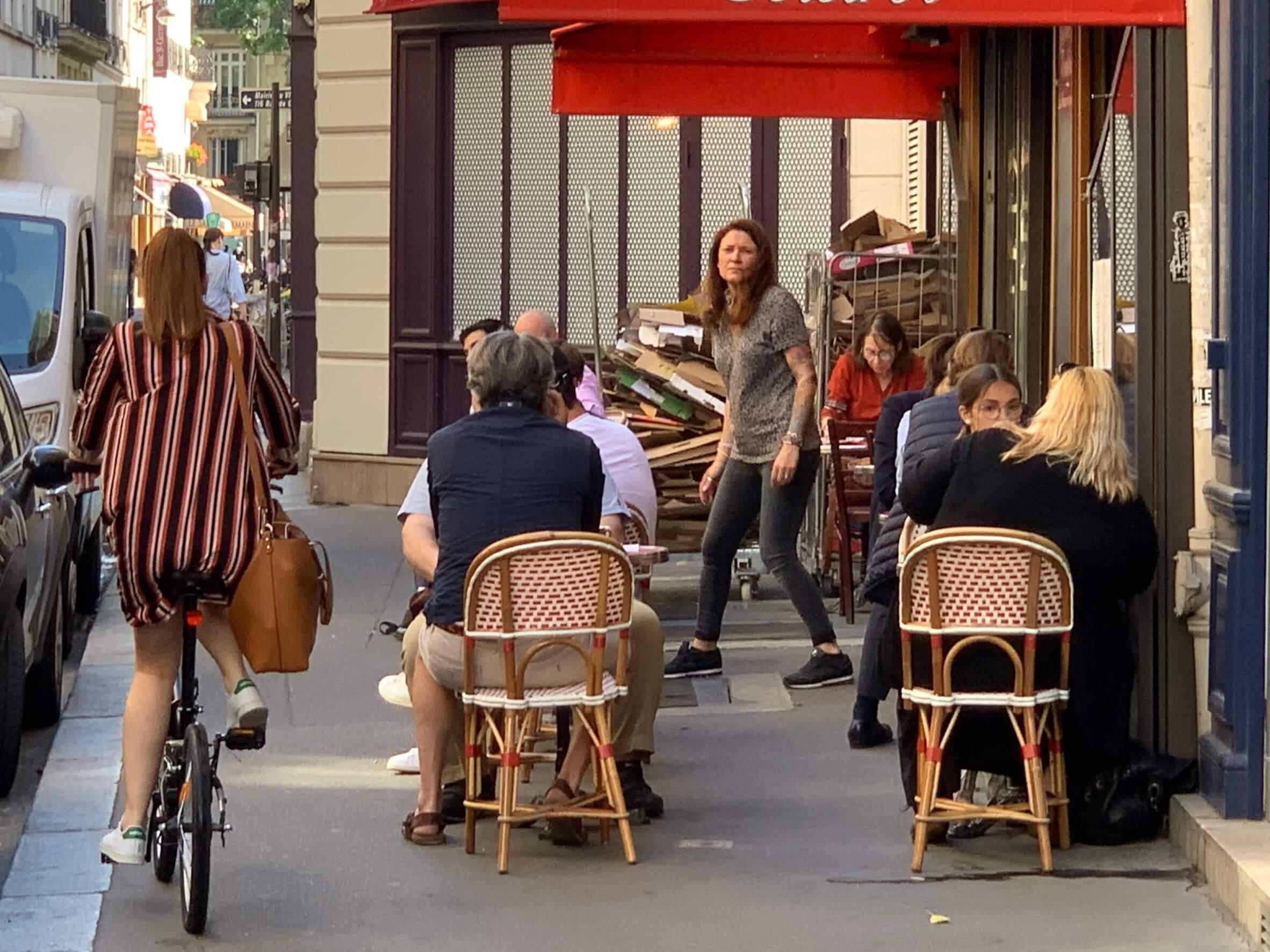 パリ最新情報「ついにパリのカフェが再開」