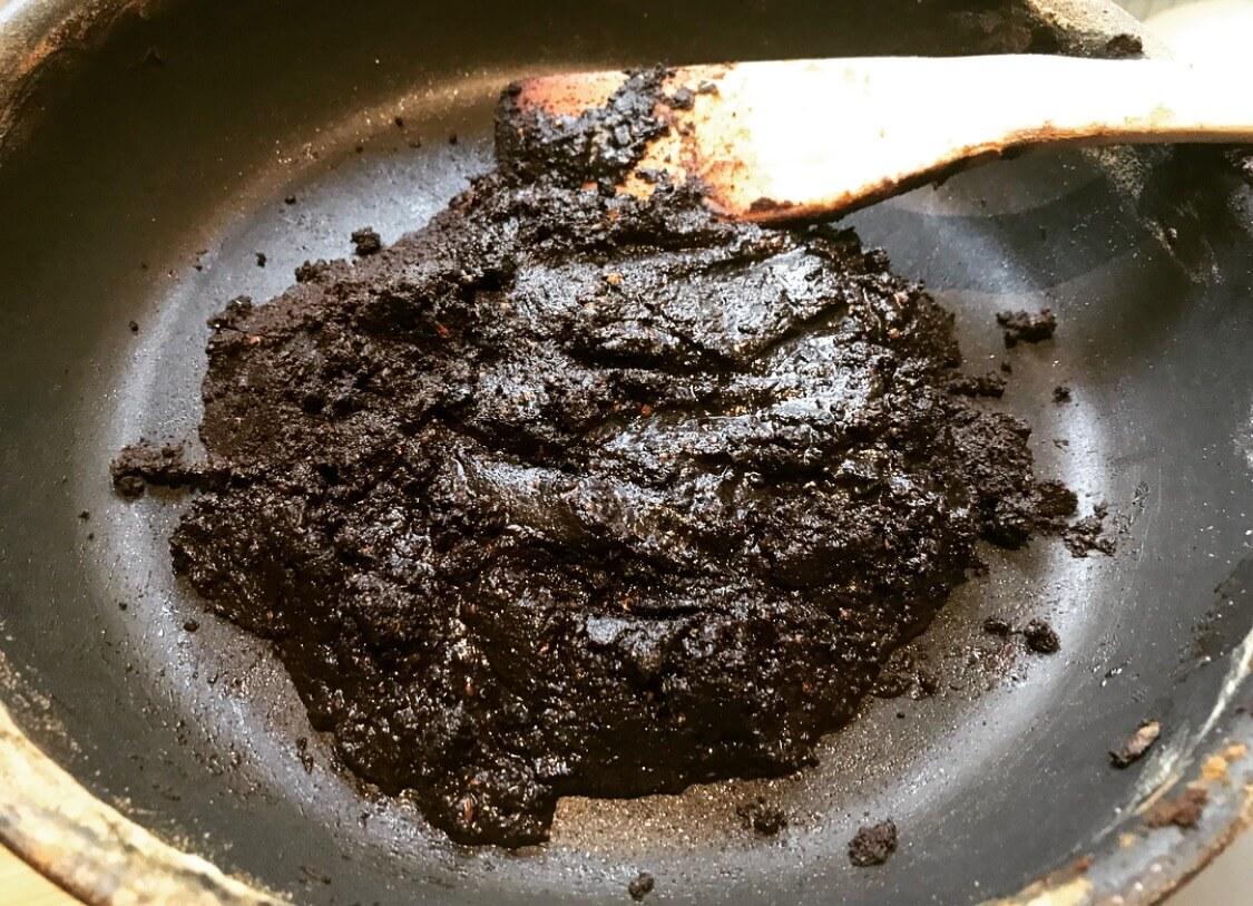 滞仏日記「神保町60年の味、黒カレーをパリで再現した」