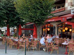 パリ最新情報「明日から屋外マスクフリー!コロナ予防措置の緩和前倒しが発表」