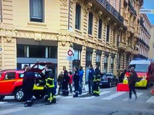 速報、パリ最新情報「ニースの大聖堂内でまた刃物テロ」