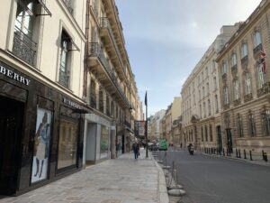 パリ最新情報「もう限界か。驚きの商店補償案」