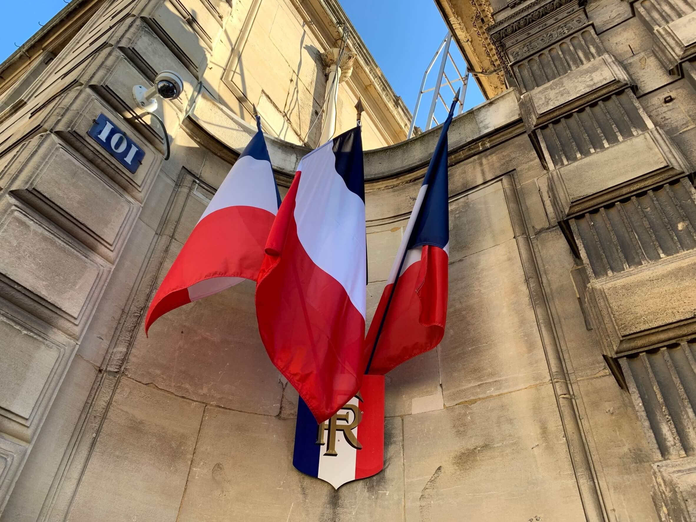 パリ最新情報「パリの救急医に緊急取材、最前線の医師の本音を聞いた」
