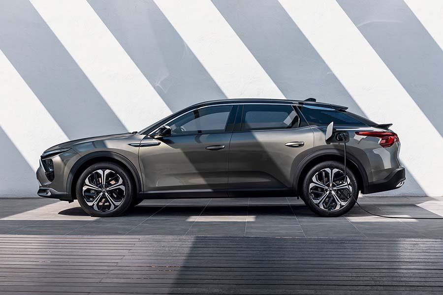 ザ・インタビュー「シトロエン新型高級車C5X開発に関わる日本人女性の活躍」