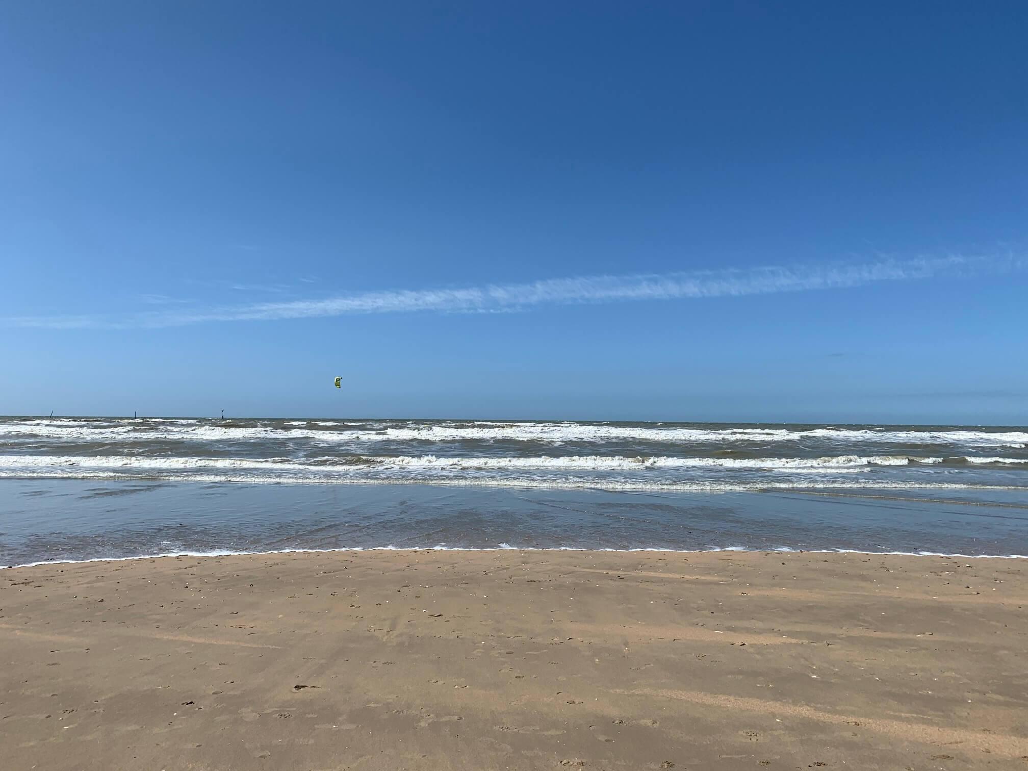 滞仏日記「田舎で暮らしだしたぼくが、荒れた海を歩きながら考えた世界のこと」