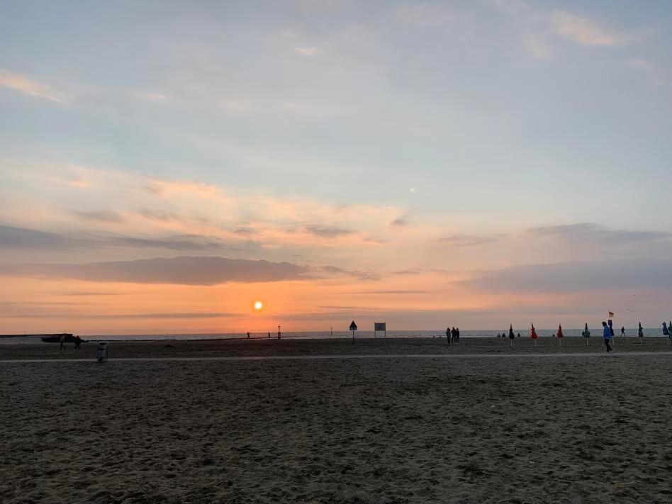 滞仏日記「久しぶりの父子旅。腹を割って語り合う、夕陽を眺めながら」