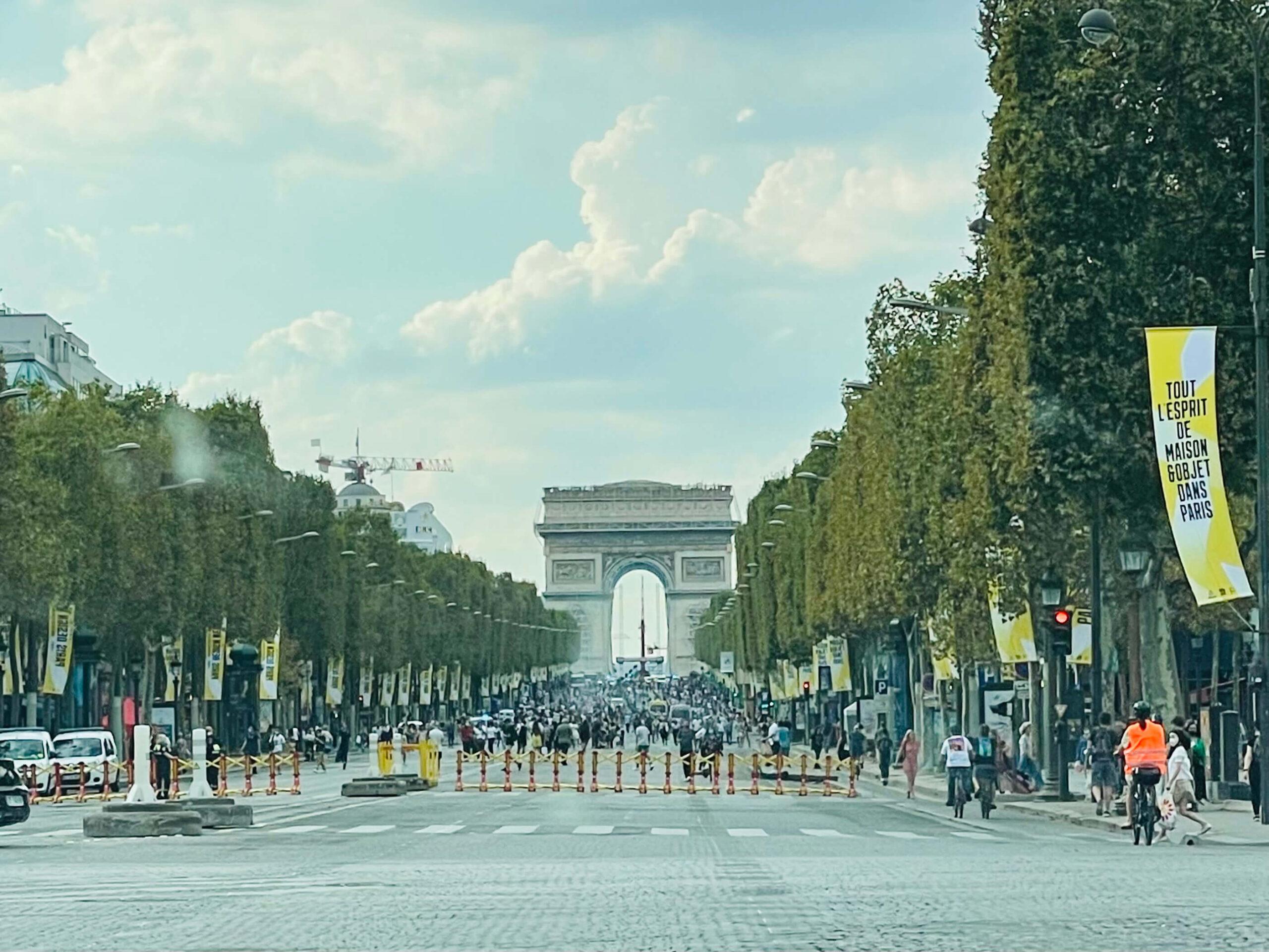 10月4日は、ついに、パリ市内オープンバスツアー&ライブ!