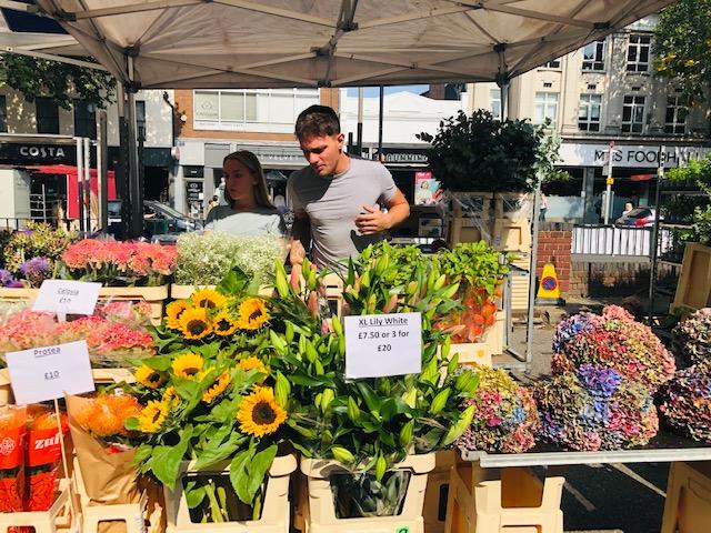 ロンドン最新情報「西ロンドンで熱愛されるフラワーマーケット。花と緑に触れる癒しの日曜日」